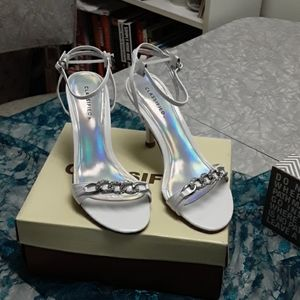 New in box classified heels size 7